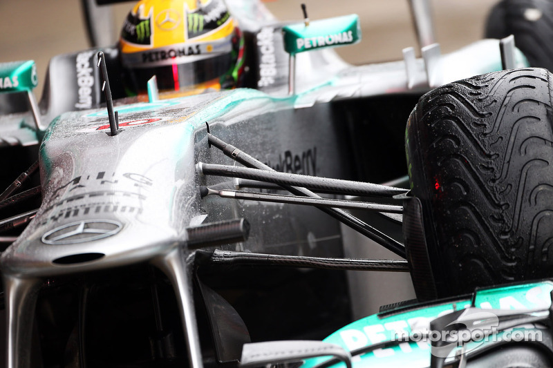 Mercedes AMG F1 W04 front suspension