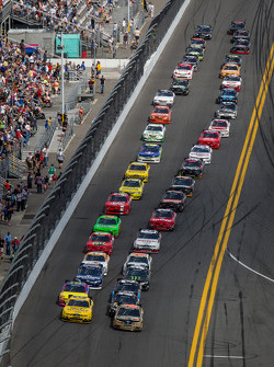 Trevor Bayne and Sam Hornish Jr. lead the field to the start