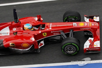 Fernando Alonso, Ferrari F138 with something stuck in the fuel nozzle