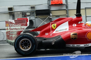 Fernando Alonso, Ferrari F138 running flow-vis paint on the rear wing