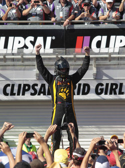 Race winner Shane van Gisbergen, VIP Petfood Racing celebrates