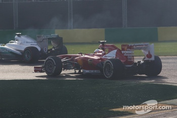 Nico Rosberg, Mercedes AMG F1 W04 locks up under braking ahead of Fernando Alonso, Ferrari F138