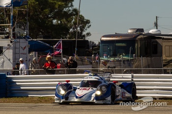 Spin for #16 Dyson Racing Team Lola B12/60 Mazda: Chris Dyson, Guy Smith, Butch Leitzinger