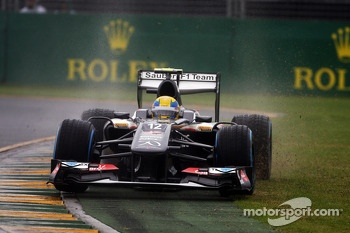 Esteban Gutierrez, Sauber C32 runs wide