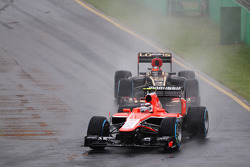 Max Chilton, Marussia F1 Team MR02 leads Kimi Raikkonen, Lotus F1 E21