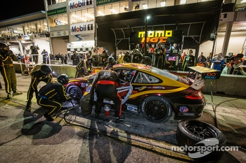 Pit stop for #30 NGT Motorsport Porsche 911 GT3 Cup: Henrique Cisneros, Marco Seefried, Sean Edwards