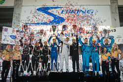 PC podium: class winners David Cheng, Mike Guasch, David Ostella, second place Kyle Marcelli, Chris Cumming, Stefan Johansson, third place Charlie Shears, Tristan Nunez, David Heinemeier Hansson