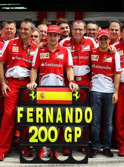 Fernando Alonso, Ferrari celebrates his 200th GP with team mate Felipe Massa, Ferrari, Stefano Domenicali, Ferrari General Director, and the team