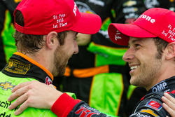 Victory circle: race winner James Hinchcliffe, Andretti Autosport Chevrolet celebrates with Marco Andretti, Andretti Autosport Chevrolet