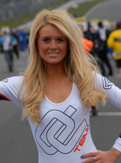 Grid Girl to Tom Onlsow-Cole