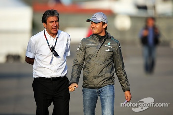 Pasquale Lattuneddu, of the FOM with Nico Rosberg, Mercedes AMG F1