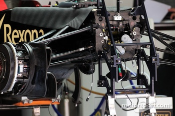 Lotus F1 E21 front suspension detail