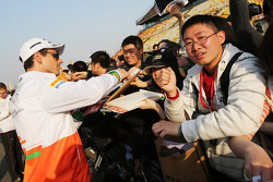 Adrian Sutil, Sahara Force India F1 signs autographs for the fans