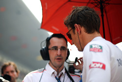 Jenson Button, McLaren with Dave Robson, McLaren Race Engineer on the grid