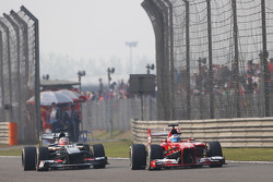 Fernando Alonso, Ferrari F138 passes Nico Hulkenberg, Sauber C32