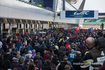 Huge crowds for the Pit Walk and Autograph session at Silverstone