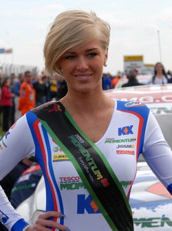 MG KX Momentum Racing grid girl