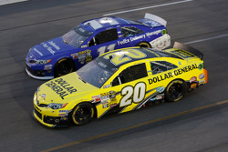 Matt Kenseth, Joe Gibbs Racing Toyota and Brian Vickers, Joe Gibbs Racing Toyota