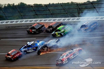 Huge crash involving Kurt Busch, Clint Bowyer, Jamie McMurray, J.J. Yeley, Ryan Newman, David Stremme and Martin Truex Jr.