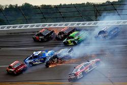 Huge crash involving Kurt Busch, Clint Bowyer, Jamie McMurray, J.J. Yeley, Ryan Newman, David Stremme and Martin Truex Jr.