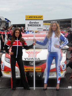 Gordon Shedden's grid girls