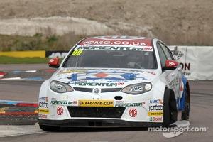 Jason Plato, MG KX Momentum Racing gets a puncture
