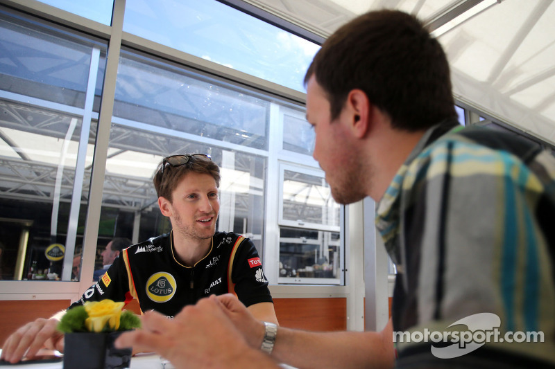 Romain Grosjean, Lotus F1 Team and Gregory Demoen, F1i.com journalist
