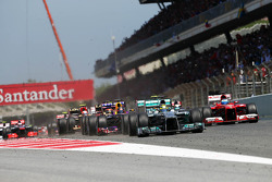 Nico Rosberg, Mercedes AMG F1 W04 leads at the start of the race
