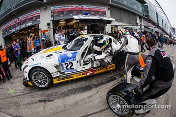 Pit stop for #22 Rowe Racing Mercedes-Benz SLS AMG GT3 (SP9): Klaus Graf, Thomas Jäger, Jan Seyffarth, Nico Bastian