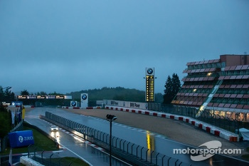 A heavy rain still falls on the Nrburgring at 6AM
