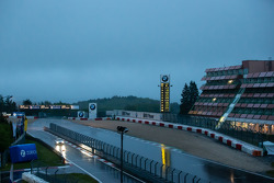 A heavy rain still falls on the Nürburgring at 6AM