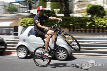 Daniel Ricciardo, Scuderia Toro Rosso shows off his skills as he rides the circuit