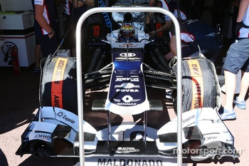 Pastor Maldonado, Williams FW35 running stepped nosecone
