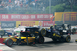 Start of the race, Crash, Marcus Ericsson and Tom Dillmann