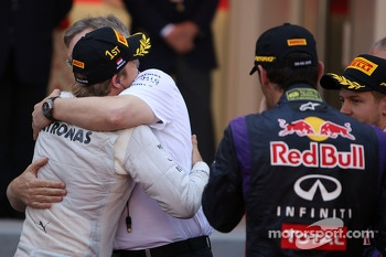 Race winner Nico Rosberg, Mercedes AMG F1 celebrates with Ross Brawn, Mercedes AMG F1 Team Principal in parc ferme