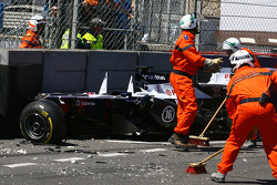 Marshals clear the crash of Pastor Maldonado, Williams FW35, which stopped the race