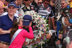 Victory lane: Tony Kanaan, KV Racing Technology Chevrolet celebrates