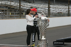 Race winner Tony Kanaan, KV Racing Technology Chevrolet celebrates