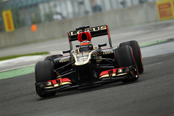 Kimi Raikkonen, Lotus F1 E21 runs wide