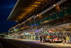 La Sarthe lit up for Thursday qualification