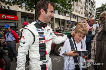 Romain Dumas and a young fan