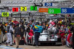 Driver change for #1 Audi Sport Team Joest Audi R18 e-tron quattro: Marcel Fässler, Andre Lotterer, Benoit Tréluyer