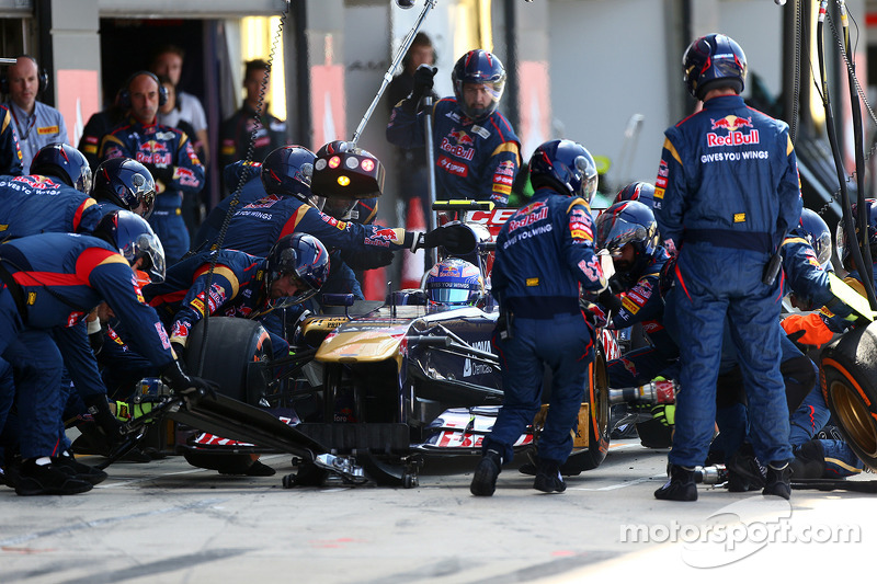 Jean-Eric Vergne Scuderia Toro Rosso pit stop