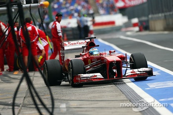 Fernando Alonso, Ferrari F138 leaves the pits