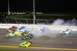 Carl Edwards, Roush Fenway Racing Ford, Scott Speed, Ford, Bobby Labonte, JTG Daugherty Racing Toyota, Marcos Ambrose, Richard Petty Motorsports Ford, Joe Nemechek, NEMCO Motorsports Toyota crash
