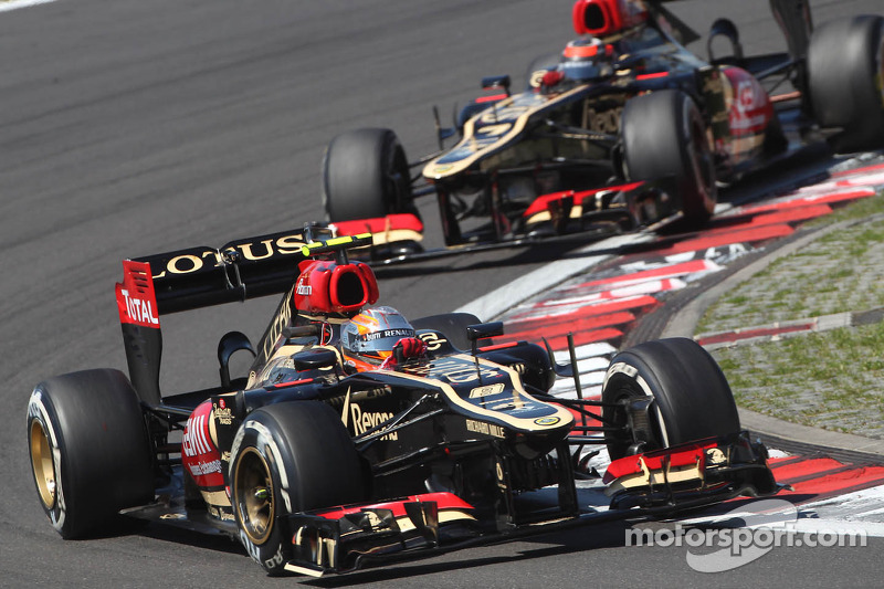 Romain Grosjean, Lotus F1 E21 leads team mate Kimi Raikkonen, Lotus F1 E21