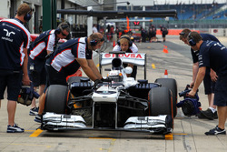 Daniel Juncadella, Williams FW35 Test Driver in the pits