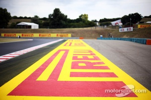 Pirelli advertsiing on the circuit