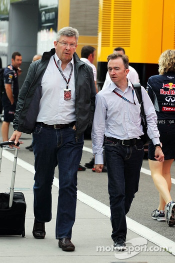 (L to R): Ross Brawn, Mercedes AMG F1 Team Principal with Paddy Lowe, Mercedes AMG F1 Executive Director (Technical)