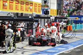 Jenson Button, McLaren MP4-28 makes a pit stop